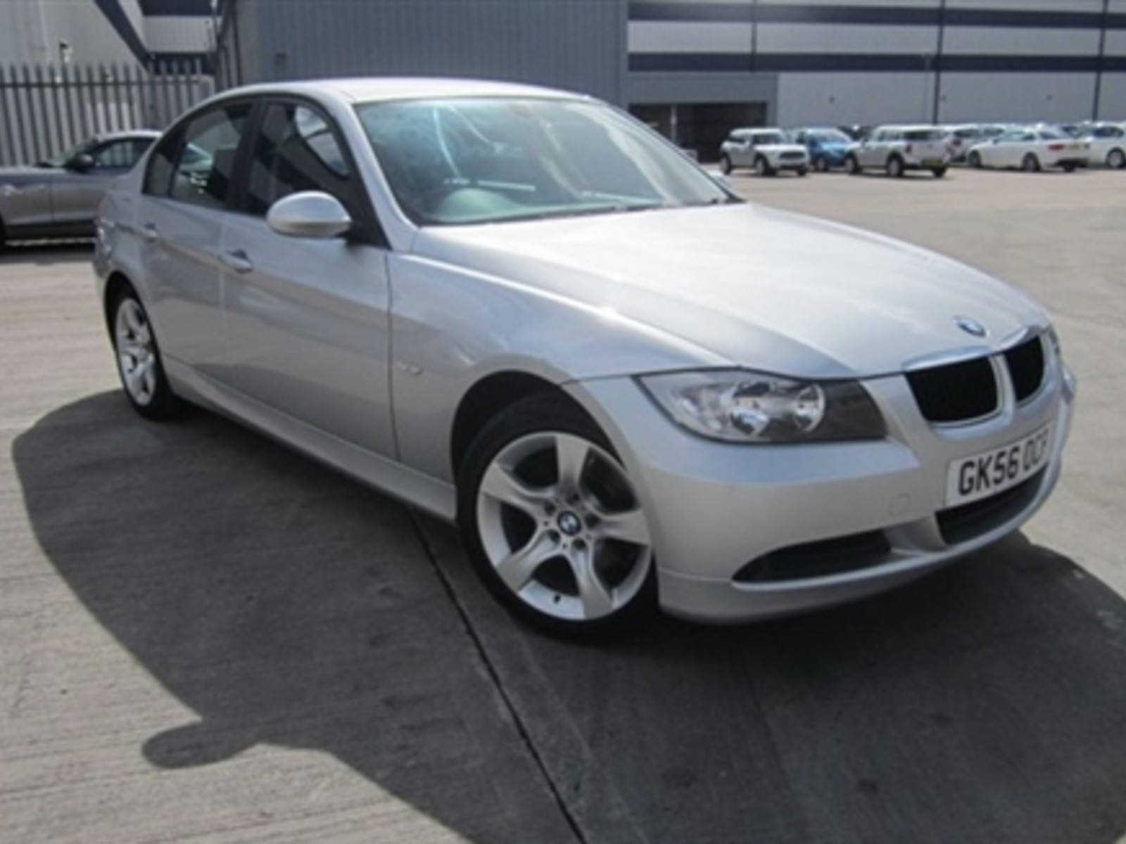 BMW 3 Series 2.0 318i ES Saloon Petrol Silver at H & D Motors Watford