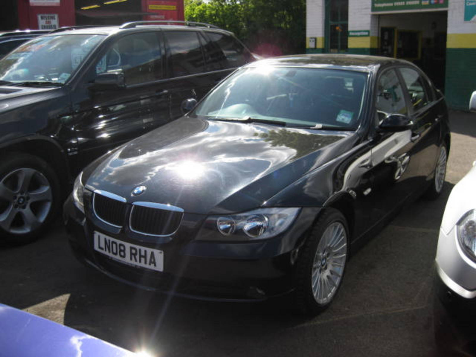 BMW 3 Series 2.0 318i ES Saloon Petrol Black at H & D Motors Watford
