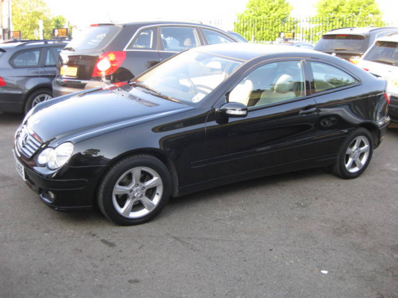 Mercedes-Benz C Class 2.1 C200 CDI SE Coupe Diesel Black at H & D Motors Watford